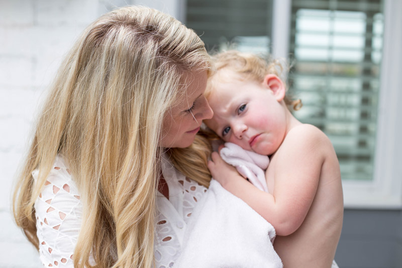 ashlyn carter at home with her baby girl