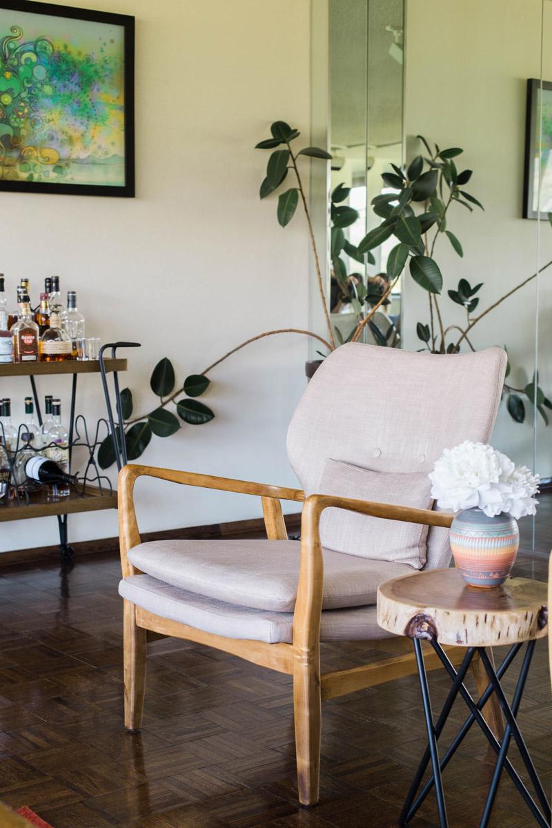 retro boulder apartment living room // mcm chair